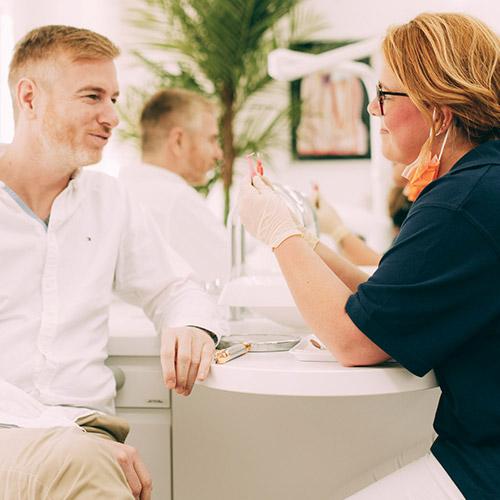 Prophylaxe beim Zahnarzt in Berlin-Spandau.