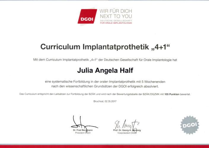 Zertifikat Implantatprothetik für Zahnärztin Julia Angela Half.