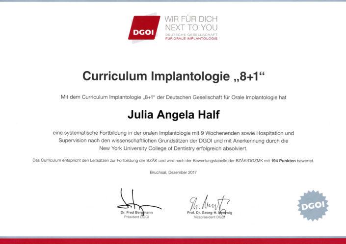 Curriculum Implantologie für Zahnärztin Julia Angela Half.
