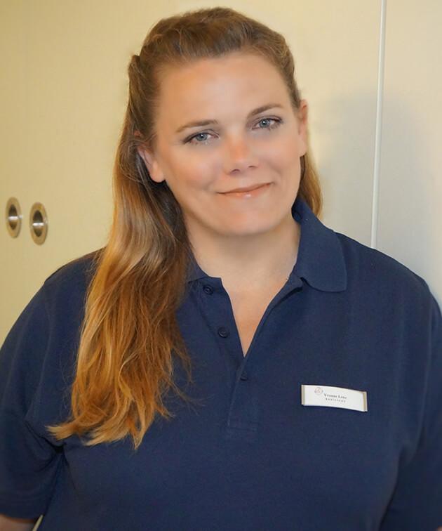 Yvonne Lenz ist Mitarbeiterin der Zahnarztpraxis Kurth & Partner in Berlin-Spandau.