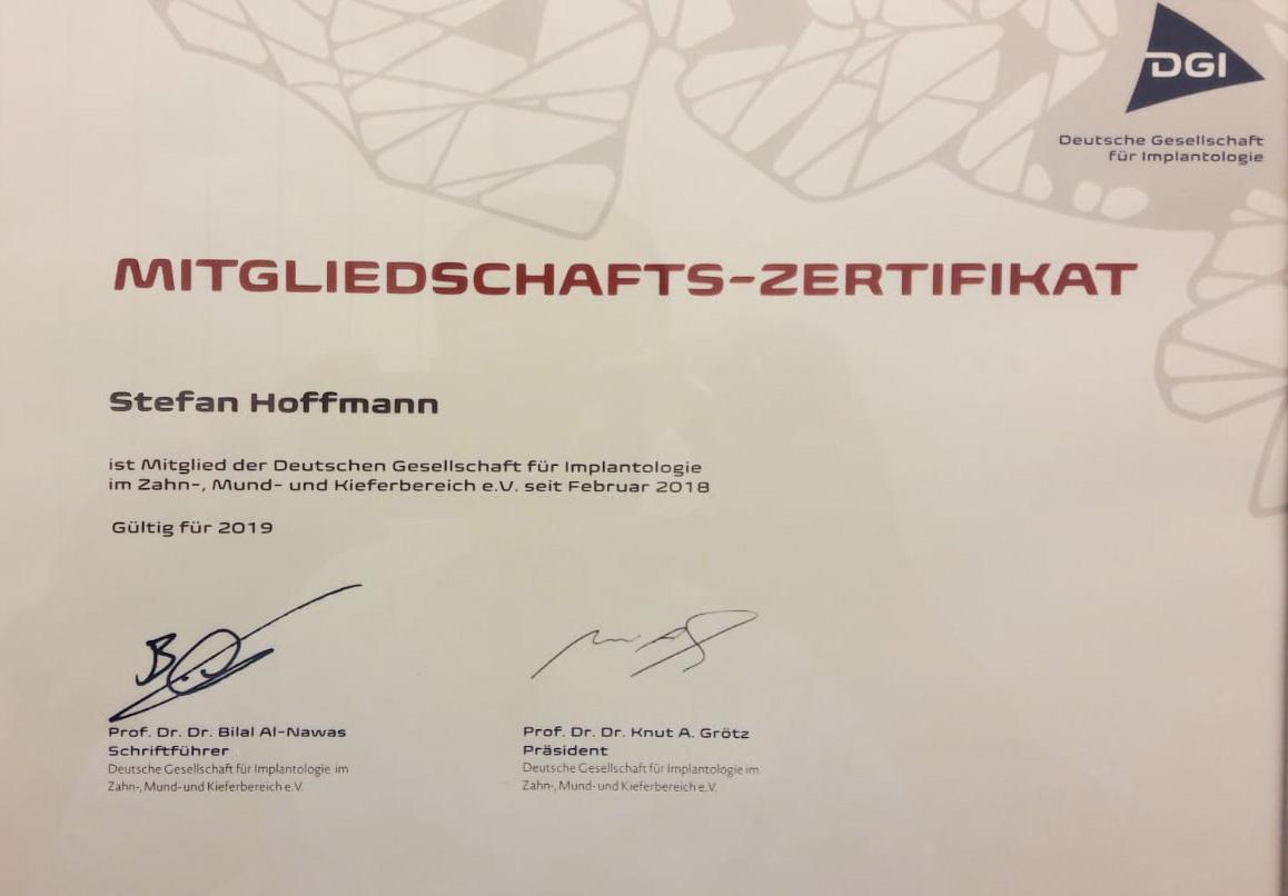 Deutsche Gesellschaft für Implantologie – Unser Zahnarzt Stefan Hoffmann ist Mitglied.