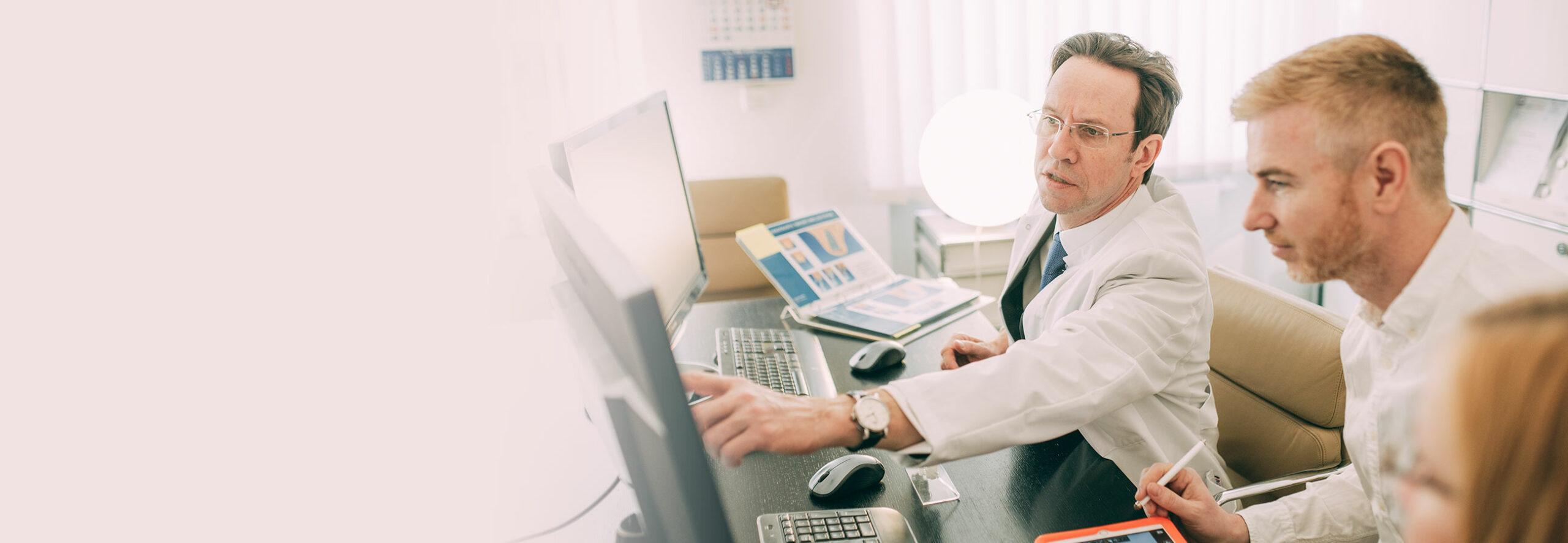 Dr. Kurth ist Zahnarzt für Chirurgie in Berlin-Spandau.