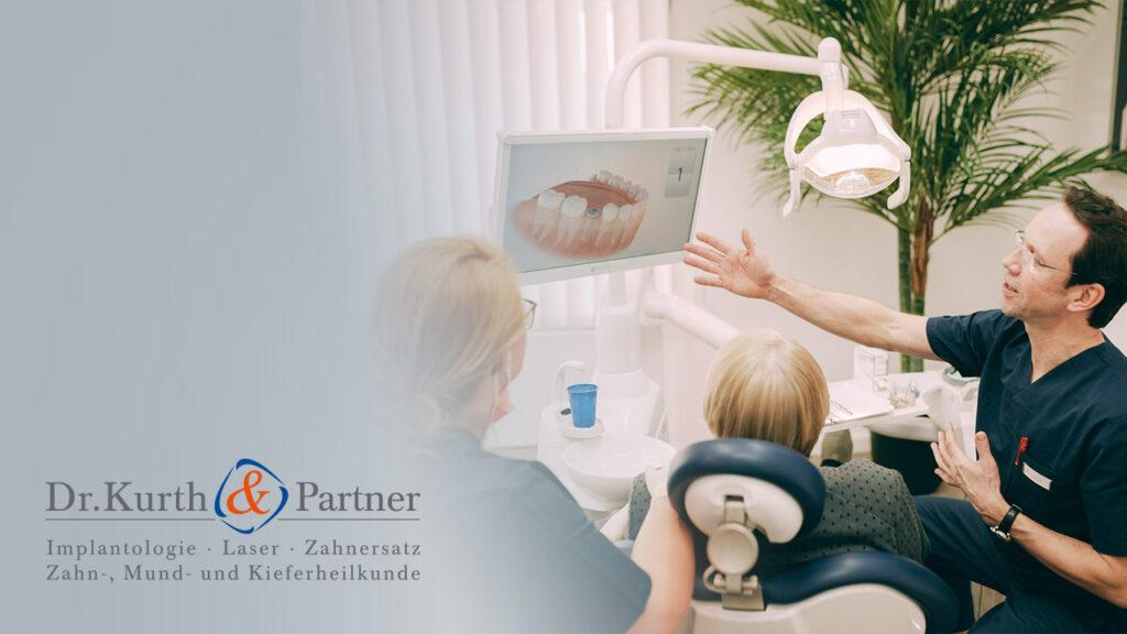 Das Team der Zahnarztpraxis Dr. Kurth & Partner in Spandau informiert Patienten.